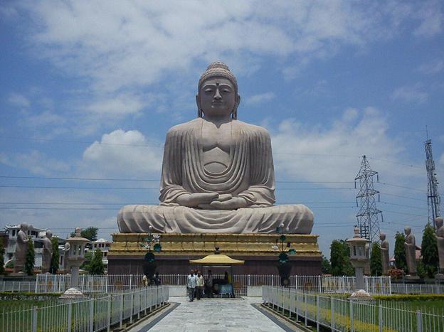 80-foot-buddha-statue-bvodh-gaya-priya-travels