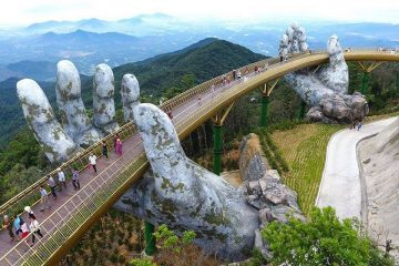 vietnam-da-nang-golden-bridge-priya-travels