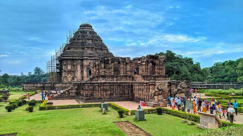 konark-sun-temple-priya-travels