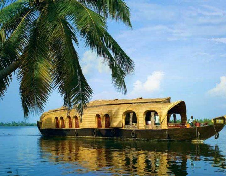 kerala-backwaters-priya-travels